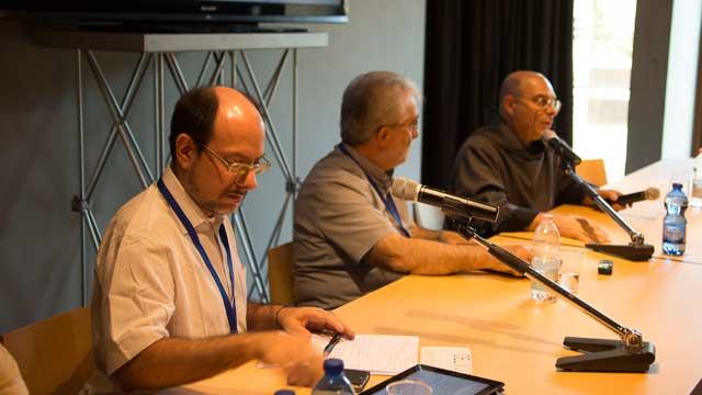 Ernesto Diaco (membro del Comitato organizzatore del Festival) e S.E. Mons. Rodolfo Cetoloni (Vescovo di Grosseto) e padre Mario (Priore Monastero di Siloe)